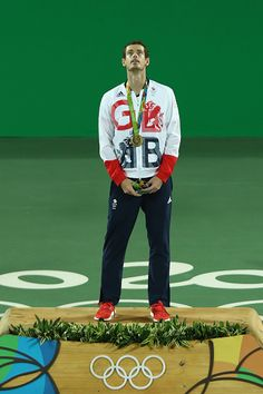 Gold medalist Andy Murray of Great Britain poses on the podium during the medal… Jamie Murray, Andy Murray, Murray Tennis, British Sports, Sports Personality, Sports Celebrities, Billie Jean King, Rio Olympics 2016, Rio De Janeiro