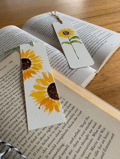 Creative Bookmarks, Cute Bookmarks, Bookmark Craft, Small Canvas Paintings, Happy Paintings, Diy Arts And Crafts, Paper Crafts, Watercolor Bookmarks, Clay Art Projects