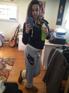 Victoria's Secret and nike sweatpants with tan uggs lounge gear Lazy Day Outfits, Chill Outfits, Cute Winter Outfits, Everyday Outfits, Nike Sweatpants, Sweatpants Outfit, Sweat Pants, Tan Uggs, Kids Ugg Boots