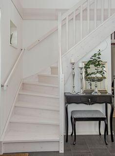 Kärngården - stort hus med mycket ljusinsläpp från Myresjöhus Facade, Stairs, How To Plan, Home Decor, Homes, Ideas, Build House, Stairway, Decoration Home