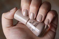 F*ck Yeah Pretty Nails: NEWBIES | Essence The Gel Nail Polish körömlakkok
