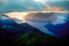 Fiordland-Nationalpark auf der neuseeländischen Südinsel: Der Doubtful Sound zählt zu den beeindruckendsten Naturregionen des Landes. Urlauber...