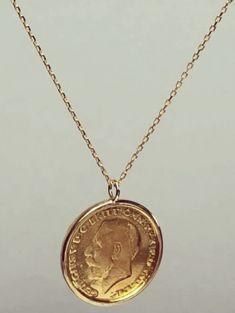 كوليه ذهب عيار 21 لكوليه مكون من جنيه 8جرام عيار21 سلسله 3جرام عيار18 إطار الجنيه 2 5جرام عيار18 السعر الاجمالى شامل كل ماسبق Jewelry Necklace Gold