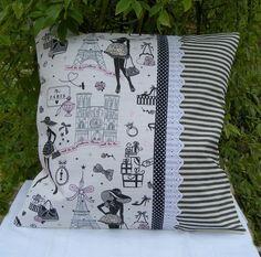 Coussin déhoussable en coton la parisienne déco rétro et glamour chic Easy Sewing Projects, Knitting Projects, Sewing Crafts, Sewing Pillows, Diy Pillows, Cushion Covers, Pillow Covers, Throw Pillow Cases, Throw Pillows