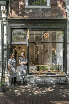 Outdoor Cafe Seating Design Store Fronts New Ideas Rustic Coffee Shop, Cozy Coffee Shop, Coffee Store, Coffee Shop Design, Coffee Shops Ideas, Small Coffee Shop, Modern Restaurant, Restaurant Bar, Rustic Restaurant Design