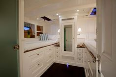 You would love to have a small boat of your own, but even a small boat can be expensive. Sailboat Interior, Yacht Interior, Boat Bed, Wood Boat Plans, Boat Decor, Boat Fashion, Boat Design, Bed Plans, Do It Yourself Home