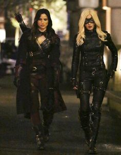 arrow, katie cassidy, and katrina law afbeelding