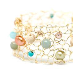 Bracelet manchette été Fiesta / Pastel pierre semi-précieuses de Turquoise pêche fil de sépia / or bijoux & Pearl