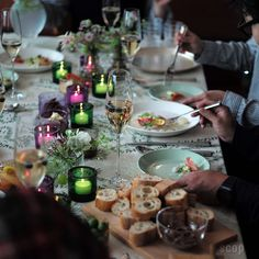 iittala × marimekko (マリメッコ) / Kivi (キビ) キャンドルホルダー Fiesta Party, Holiday Tables, Food Styling, Tablescapes, Candle Holders, Table Settings, Restaurant, Candles, Make It Yourself