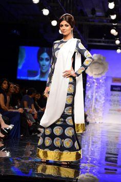 Shilpa Shetty in a Masaba Gupta creation at the Lakme Fashion Week Winter/Festive 2014 opener.