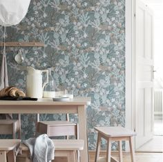 The wallpaper Koralläng - 1459 from Boråstapeter is wallpaper with the dimensions m x m. The wallpaper Koralläng - 1459 belongs to the popular wallpap Teal Wallpaper, Botanical Wallpaper, Wallpaper Samples, Wallpaper Roll, Pattern Wallpaper, Foyer Wallpaper, Wallpaper Online, 3d Home, Interior Inspiration