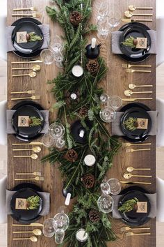 christmas pictures Modern + classic Christmas tablescape with gold flatware, branches + pinecones Christmas Table Centerpieces, Christmas Table Settings, Christmas Tablescapes, Xmas Decorations, Centerpiece Ideas, Christmas Dining Table, Holiday Tablescape, Scandinavian Christmas Decorations, Outdoor Decorations