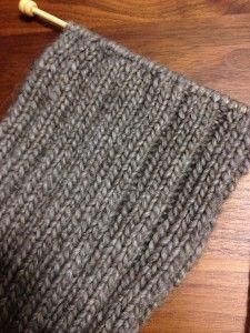 寒さ対策に良い、首にピッタリで温かい、イギリスゴム編みとケーブル柄の編み方紹介します。
