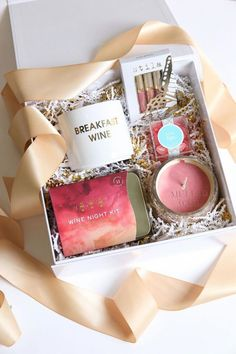 This adorable wine themed gift box makes the perfect girls' night gift! This adorable wine themed gift box makes the perfect girls' night gift! Custom Gift Boxes, Customized Gifts, Diy Gifts For Boyfriend, Gifts For Him, Boyfriend Ideas, Diy Christmas Gifts, Holiday Gifts, Christmas Origami, Chocolate Gifts
