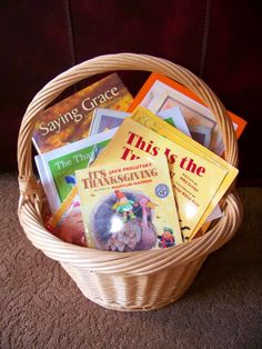 Fun ways to incorporate reading on Thanksgiving!  plus a great list of books too