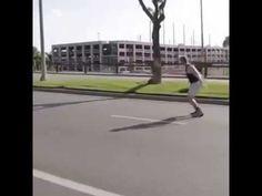 Mega video excepcional chico cruza la calle con increibles movimientos