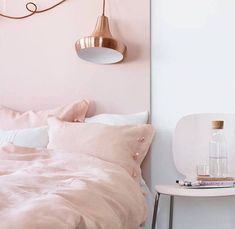 Still obsessing with rose quarts even though pink isn't up my alley in terms of design.se/ The post Rose quartz and copper bedroom appeared first on Daily Dream Decor. If only I didn't have to share my room with a boy lol Pink Bedroom Decor, Pink Home Decor, Bedroom Ideas, Design Bedroom, Bedroom Inspiration, Pink Bedroom Walls, Headboard Ideas, Teen Bedroom, Rose Gold Room Decor