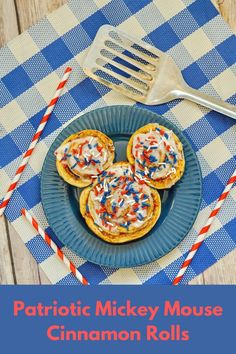Patriotic Mickey Mouse Cinnamon Rolls Most Popular Recipes, Other Recipes, Sweet Recipes, Blue Desserts, Good Enough To Eat, Yummy Food, Delicious Recipes, Food Festival, Holiday Treats