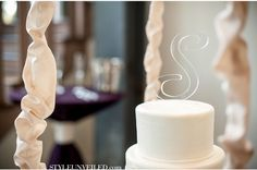 Wedding Cake with 'S' Topper / Joshua Aaron Photography / www.styleunveiled.com