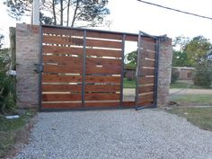portones de madera - Buscar con Google Front Gate Design, House Gate Design, Door Gate Design, Front Gates, Entrance Gates, Modern Wood Fence, Wooden Fence Gate, Grill Gate, Pacific Homes