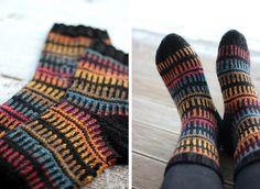 Knitting Socks, Knit Socks, Knitting Ideas, Fluffy Socks, Mittens, Knit Crochet, Slippers, Diy Crafts, Wool