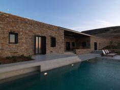 maison en pierre avec piscine et villa  de vacances moderne avec terrasse