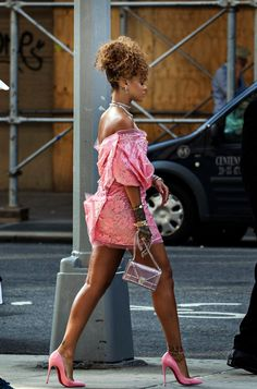 Rihanna, without any doubt is one of the most admired fashion icon. She can pull off pretty much ANY outfit. Mode Rihanna, Rihanna Riri, Rihanna Style, Rihanna Casual, Look Fashion, Fashion Outfits, Rihanna Looks, Rihanna Outfits, Rihanna Dress