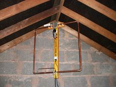Five Band Indoor Magnetic Loop Aerial. This aerial covers the 12 and 10 metre bands and is made from a single 3 metre length of 22 mm copper tube. Ham Radio Antenna, Wifi Antenna, Hf Radio, Radio Shop, Radio Band, Ham Radio Operator, Radio Channels, Electrical Projects, Electrical Engineering