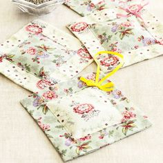 Pretty up your dressing table, drawers or wardrobe - and help keep moths away - with this simple-to-sew lavender bags pattern Diy Lavender Bags, Lavender Crafts, Lavender Sachets, Lavander, Small Sewing Projects, Sewing Crafts, Sewing Ideas, Sewing Patterns, Home Spray