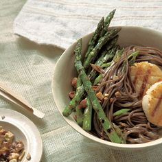 Soba With Grilled Asparagus And Sea Scallops With Sweet Miso Sauce Recipe Asian Noodle Recipes, Asian Recipes, Healthy Recipes, Sushi Recipes, Easy Recipes, Recipies, Miso Sauce Recipe, Sea Scallops, Scallop Recipes