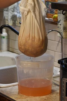 How to make the most delicious homemade apple juice without a juicer and without any added sugar. Simple and easy Instant Pot recipe. Canning Recipes, Tea Recipes, Coffee Recipes, Apple Recipes, Pumpkin Recipes, Baby Food Recipes, Fall Recipes, Homemade Apple Juice Recipes, Smoothie Recipes