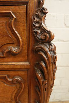 Special walnut Louis XV cabinet - ANTIQUES & DECORATIVE