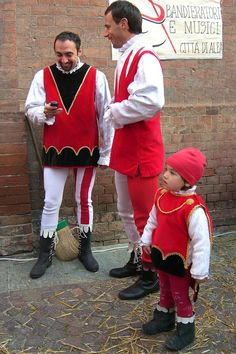 Truffle Festival in Alba Italy Italian People, Medieval Costume, Life Images, Truffles, Venice, Italy, Costumes, Phone, Heart
