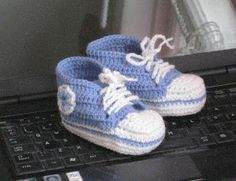 Puikkojen polut 2 : Vauvan lenkkaritossut Baby Shoes, Knit Crochet, Diy And Crafts, Converse, Socks, Knitting, Kids, Clothes, Crocheting