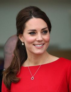 Kate wore her hair up and back in a voluminous ponytail. via @stylelist | http://aol.it/1HEtUQb