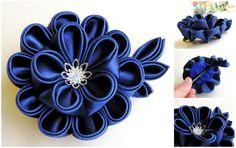 Dark blue satin kanzashi dahlia on a hair clip - Dalie bleumarin pentru par - Colectia Touched by frost (50 LEI la AndiBede.breslo.ro)