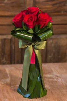 Valentine Flower Arrangements, Large Flower Arrangements, Valentines Flowers, Beautiful Bouquet Of Flowers, Pretty Flowers, Flower Images, Flower Art, Flower Shop Decor, Flower Box Gift