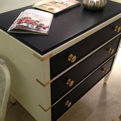 Love the paint & hardware on this dresser
