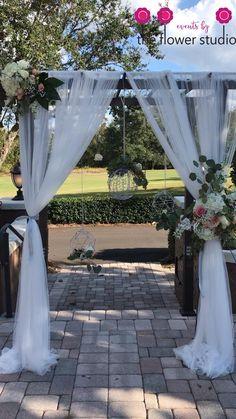 Rustic Wedding Backdrops, Wedding Altars, Wedding Ceremony Flowers, Outdoor Wedding Decorations, Wedding Stage, Backdrop Wedding, Decoration Evenementielle, Anniversary Decorations, Wedding Fabric
