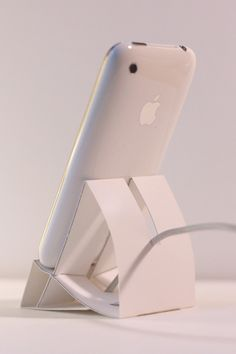 Beautiful DIY iPhone stand made from a standard sheet of paper. A nice quick afternoon project.