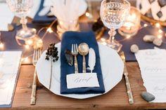 Tischdeko bei einer maritimen Strand Hochzeit. Foto: http://sandrahuetzen.de