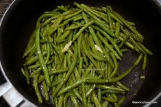 reteta fasole pastai la tigaie trase in unt si usturoi (2) Low Carb Recipes, Cooking Recipes, Healthy Recipes, Romanian Food, Butter, Jamie Oliver, Cooking Time, Green Beans, Side Dishes