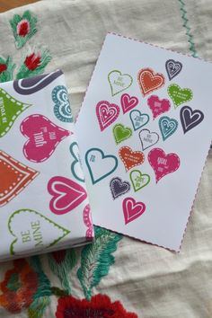 Valentine's Day gift wraps, cards and envelopes. Free printables.