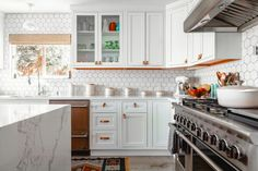 How To Properly Refinish Kitchen Cabinets In 4 Steps Kitchen Canisters, Kitchen Backsplash, Kitchen Countertops, Diy Kitchen, Kitchen Decor, Kitchen Cabinets, Marble Countertops, Kitchen Ideas, Hexagon Backsplash