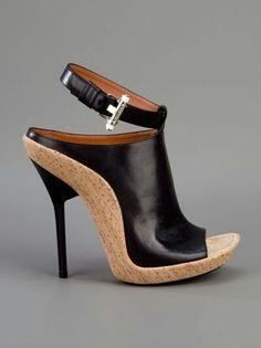 Designer Sandals for Women - ♥Givenchy Fab Shoes, Crazy Shoes, Cute Shoes, Me Too Shoes, Casual Shoes, Open Toe Sandals, Shoes Sandals, High Heel Pumps, Stilettos