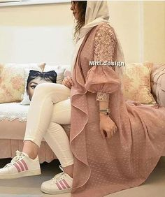 Style by model Iranian Women Fashion, Pakistani Fashion Casual, Pakistani Dresses Casual, Islamic Fashion, Muslim Fashion, Fashion Women, Stylish Dresses For Girls, Stylish Dress Designs, Mode Kimono