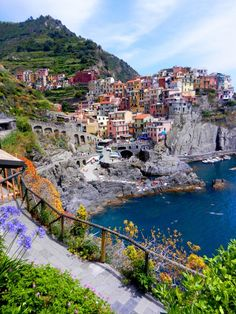 Manarola, Cinque Terre, Liguria, Italy, North-West of Florence ... footpath with great view  NBNB