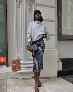 Our current wardrobe inspiration consists of anything paired with 'Berlin' Black Tie-Dyed Skirt ✨✨ #jessimara Nyc Fashion, Fall Fashion Outfits, Modest Fashion, Autumn Fashion, Italian Chic, Model Street Style, Street Style Looks, Black Women Fashion, City Style