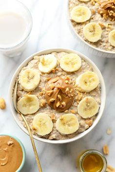 peanut butter banana overnight oats combine all of your favorite flavors to make the most delicious, high-protein breakfast made in under 5 minutes! Healthy Foods To Eat, Easy Healthy Recipes, Healthy Snacks, Healthy Breakfasts, Protein Breakfast, Breakfast Recipes, Pastas Recipes, Freezer Recipes, Freezer Cooking