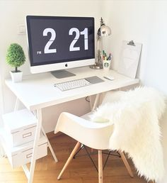 Aprovechando nuestro último día de mini vacaciones para montar nuestro nuevo rinconcito de trabajo #office #desk #desktop #love #home #sweethome #deco #instadeco #imac #ikea #eames #charleseames #picoftheday #todaypic #decoration